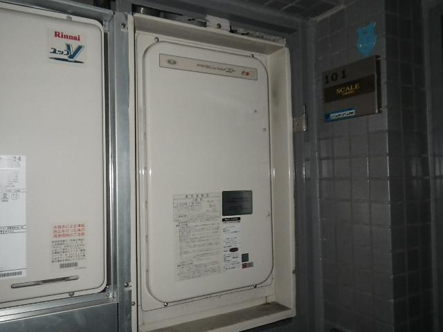 高温水供給式後方排気型ガス給湯器取替工事 (神戸市中央区)) 取替前
