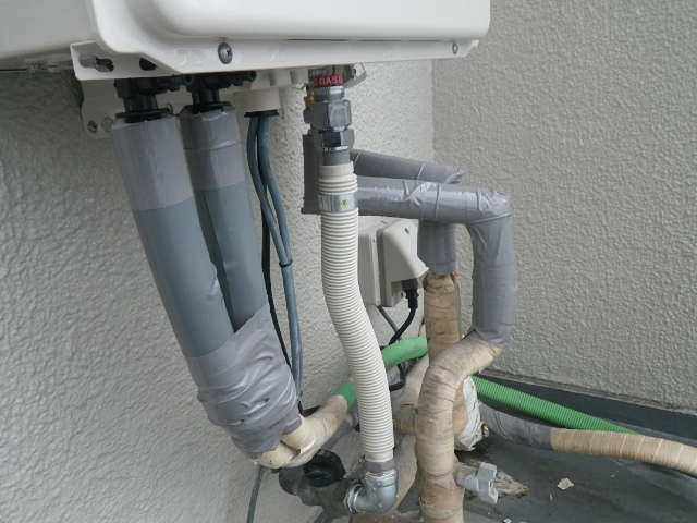 熱源機から給湯器へ取替工事 (神戸市東灘区) 保温材取付後