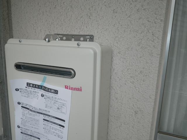 給湯器取替工事 (神戸市中央区) 本体取り付け固定後