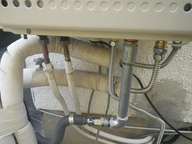 お湯、水、追炊き管、ガス管、ドレン排水接続完了