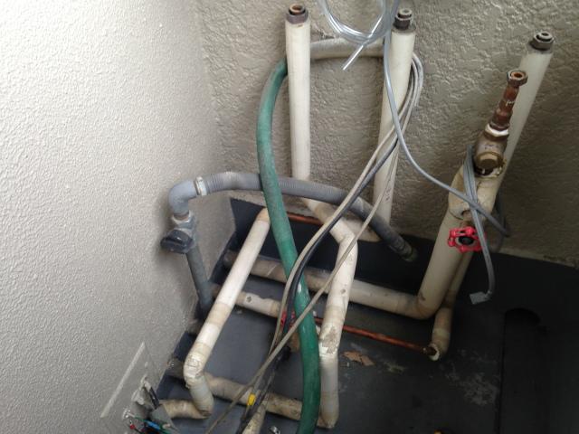 給湯器高温水供給式タイプ取替工事 (芦屋市) 配管加工前