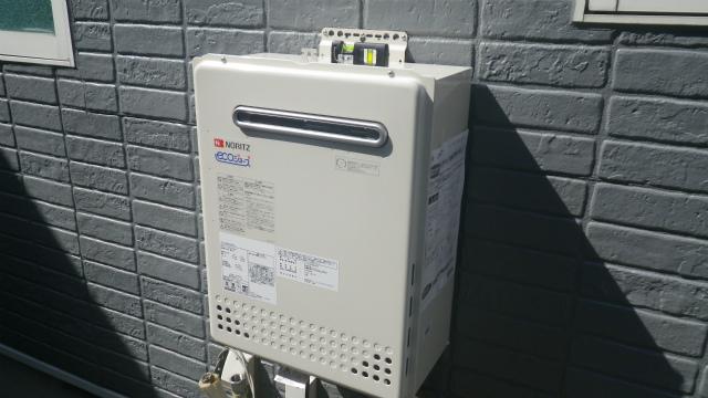 ガス給湯器エコジョーズ取替工事(神戸市灘区)既設給湯器撤去後本体固定