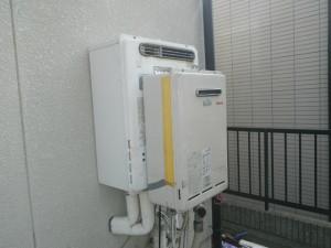 エコジョーズ取替工事(神戸市西区)既設品と仮設置給湯器施工前