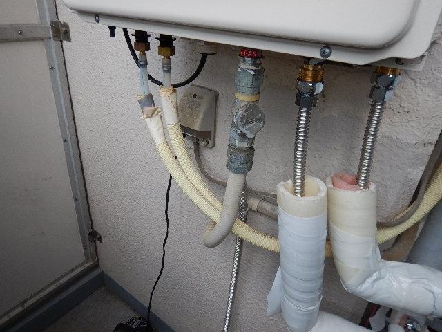 ガス給湯器エコジョーズ取替工事(神戸市中央区)配管繋ぎ直し施工後
