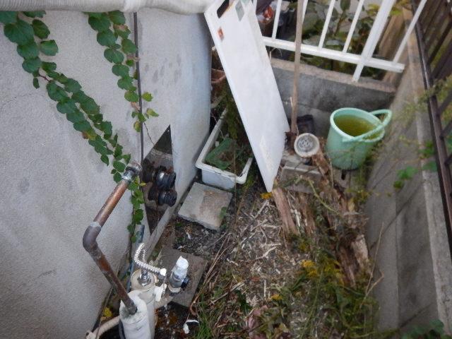 ガス給湯器据置型取替工事(神戸市)既設給湯器撤去後