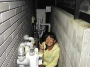 笑顔のS様の娘さまと新しくなった給湯器♪