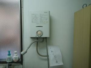 瞬間湯沸し器取替工事(大阪府西淀川区)施工前