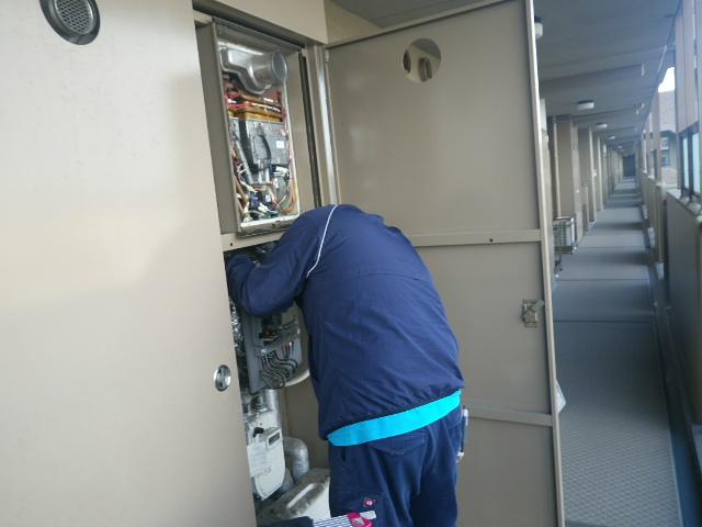 給湯器取替工事(神戸市垂水区)撤去中
