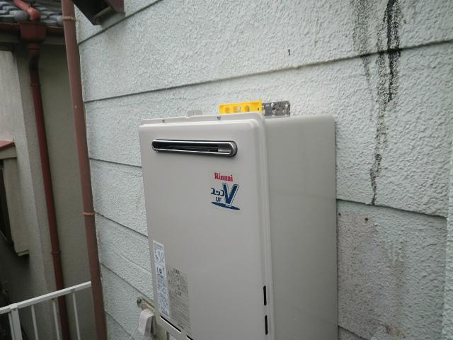 ガス給湯器取替工事(神戸市垂水区)給湯器本体固定完了