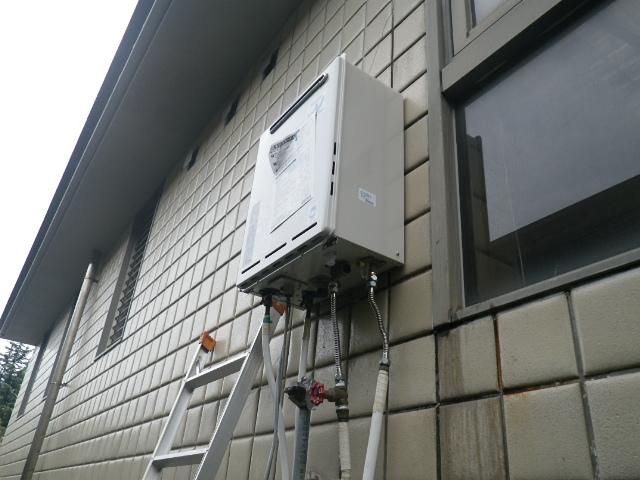 ガス給湯器取替工事(神戸市東灘区)給湯器設置