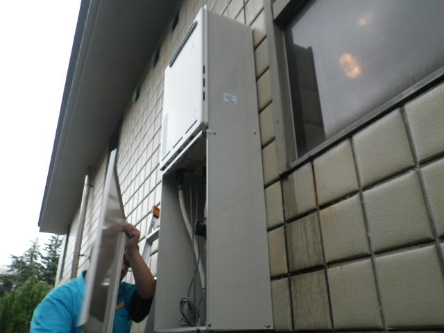 ガス給湯器取替工事(神戸市東灘区)配管カバー取付