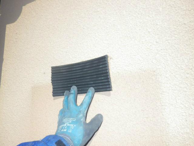 ガス給湯器取替工事(神戸市東灘区)防振対策用ゴム板