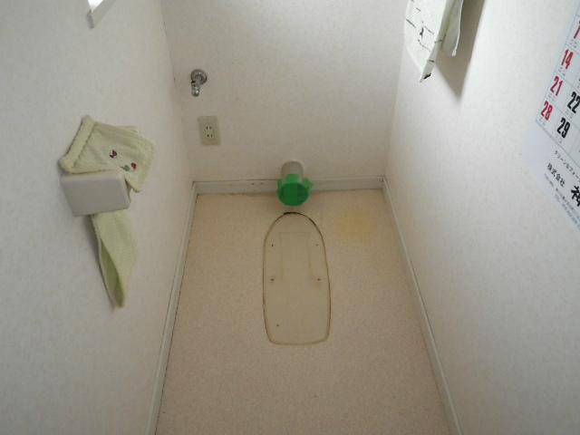 壁排水ピュアレストQR取替工事(神戸市北区)既設トイレ撤去後