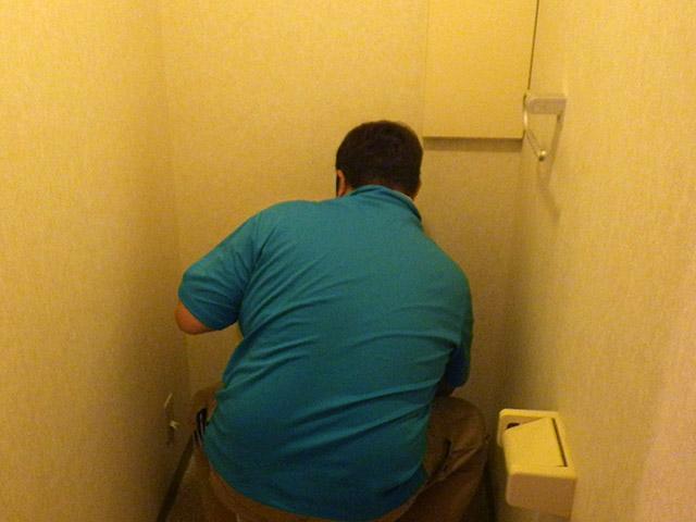 トイレ据付中