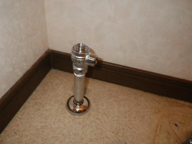 トイレ取替工事 給水管&止水栓取替完了後。