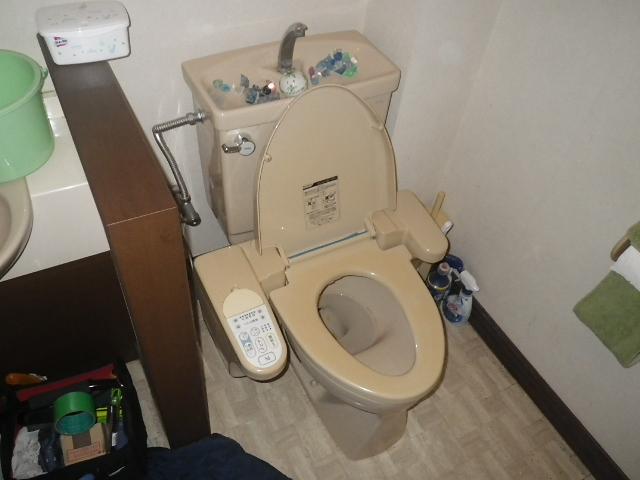 トイレ取替え工事 施工取替前。
