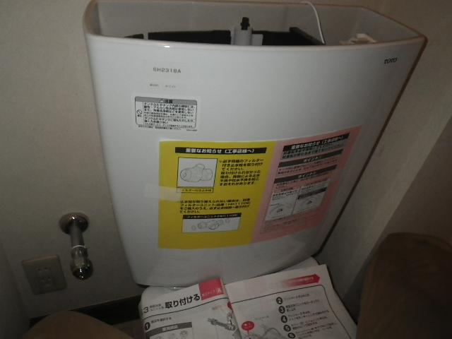 トイレ取替え工事 タンク取付設置完了後。