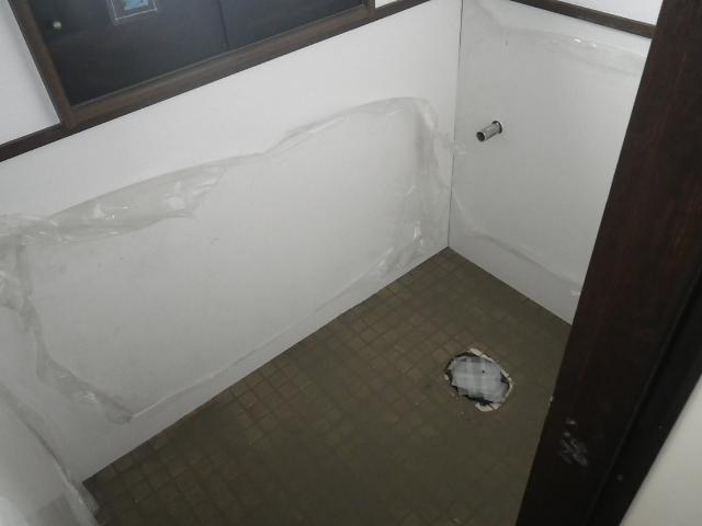 トイレ取替え工事 キッチンパネル貼り付け完了後