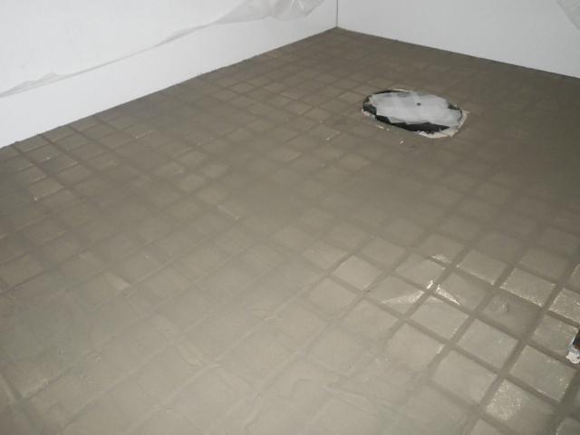 トイレ取替え工事 床タイル面CF張り準備完了