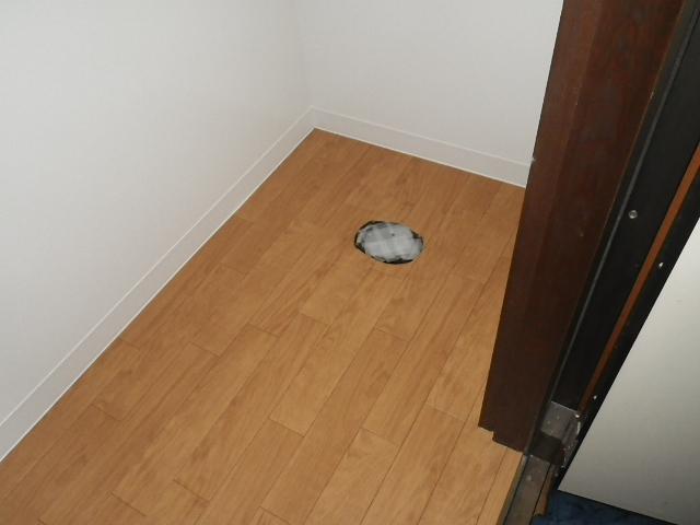 トイレ取替え工事 床面CF張り完了後