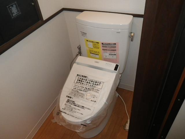 トイレ取替え工事 トイレ本体とウォシュレット取付完了後
